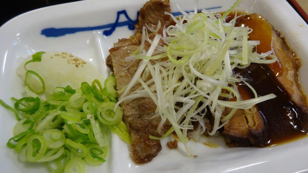 豚焼肉と豚角煮